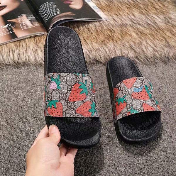 Tasarımcı sandalet 2019 erkek kadın moda Çilek baskı deri trek slayt sandalet kauçuk taban yaz açık plaj erkek terlik eur45