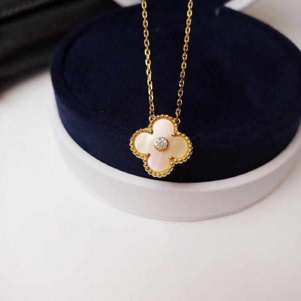 New women's charm diamond version of the malachite four-leaf clover 18k gold shell necklace classic style goddess must