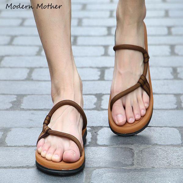 2019 Nuevo Verano Zapatos de Playa Hombres Roma Ocio Clip Transpirable Dedo del pie de doble propósito Sandalias Masculinas Suave Zapatos zapatillas hombres chanclas