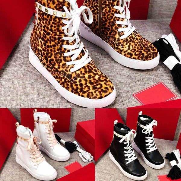 2019 Nueva llegada diseñador Mujeres leopardo picos de caballo de oro Zapatillas altas Zapatillas de marca Zapatos casuales Remaches de moda zapatos altos