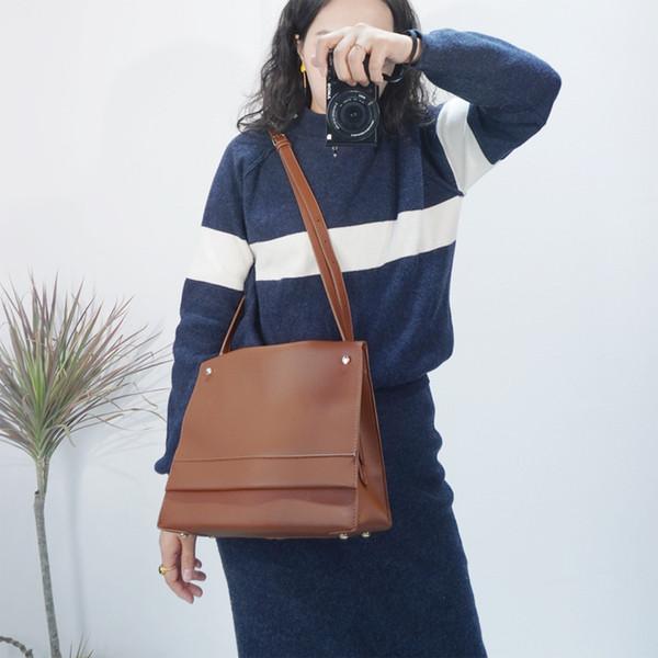 Sonbahar ve Avrupa torbaları kış Yeni basit büyük kapasiteli omuz çantası moda çevirme manyetik toka ve ABD çantası