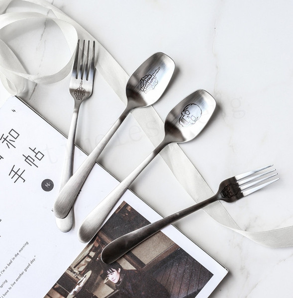 Fashion human skeleton flatware Stainless steel wire drawing cutlery Skull skeleton hands pattern spoon fork Party personality tableware