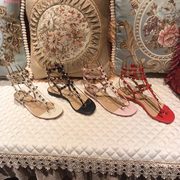 Sandálias das mulheres marca sandálias estação europeia de alta qualidade sapatos baixos Sandálias de couro t correia plana com praia das senhoras designer de moda clássica
