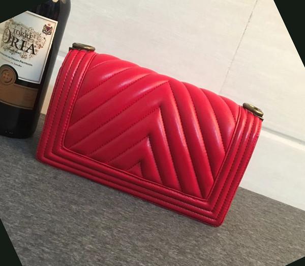 Fashion Designer 25CM Black Lambskin V Quilted Boy Flap Bag 67086 Chevron Boy Chain Shoulder Bag Womens Brand Handbags Silver Hardware 3A