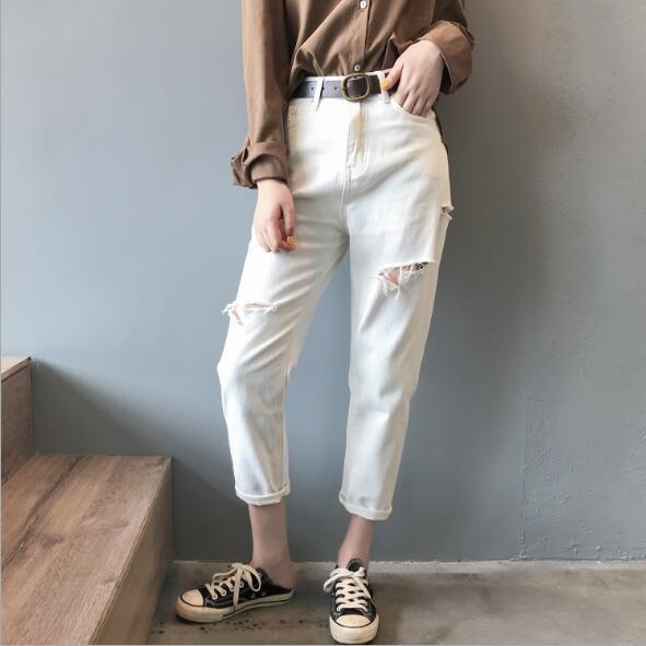 As novas pantalonas rasgadas de cintura alta no início do outono de 2019 são jeans folgados com calças de papai e calças informais de nove pontos para as mulheres.