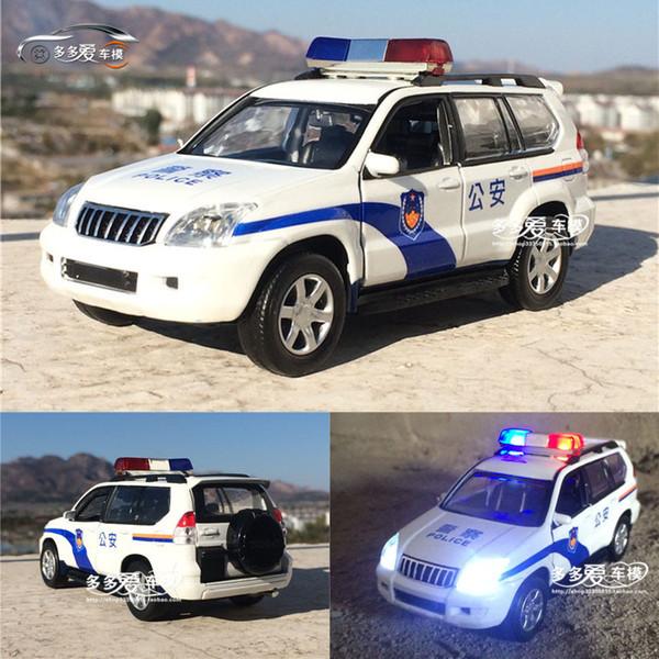 Nuovo 1:32 Toyota Prado Modello In Lega di Polizia Patrol Wagon Car Acousto-ottico Suv Con Tirare Indietro Per Toy Boy Regali Spedizione Gratuita Q190604