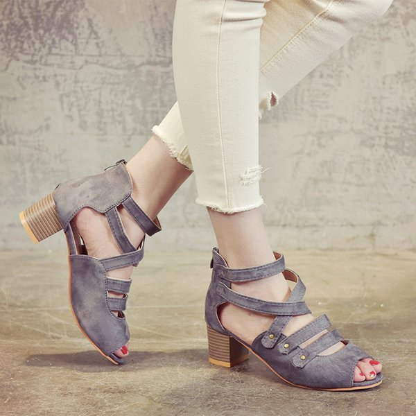 12019 Spring And Summer New Large Size Rivet Explosion Models Roman Women's Sandals Gladiator Casual Peep Toe Wedding Sandalias