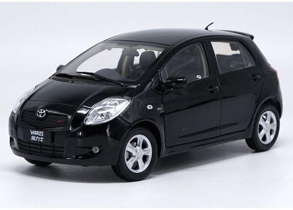 Original de fábrica 1:18 TOYOTA YARIS aleación juguete del coche juguetes para niños diecast modelo de coche regalo de cumpleaños envío gratuito