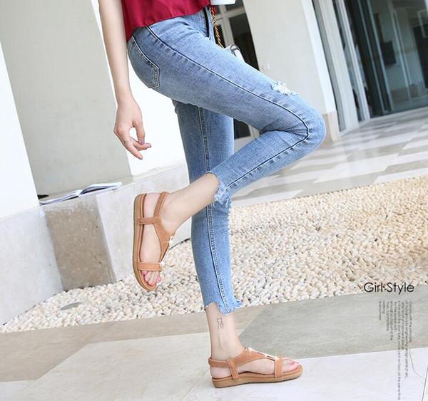 2019 moda feminina sapatos casuais sandálias de verão chinelo sapatos de praia preto / bege sapatos femininos trabalho / home plana calcanhar tendão de carne de vaca única A108-3
