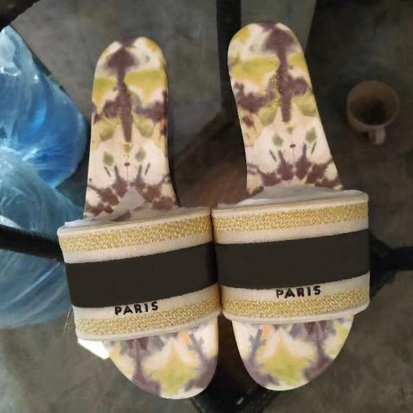 Büyük boy terlik kadın ayakkabı tasarımcısı Dokuma düz terlik Tuval nakış Deri alt sandalet yaz moda Plaj çevirme si