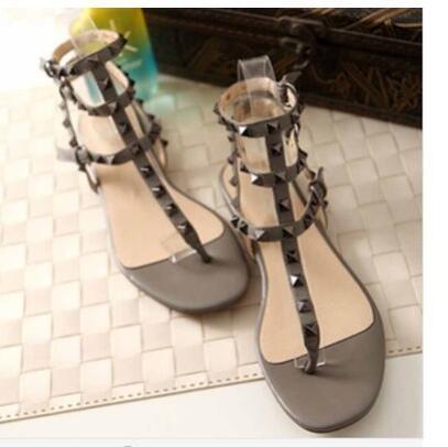 Sıcak Satış-Size 34-42 gökkuşağı rengi perçinler çevirme T kayış-sandalet ayak bileği kayışı Roma ayakkabı flop