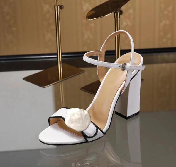 Hochwertige Luxus-Designer-Stil Echtleder Heels Womens Unique Letters Sandalen Kleid Hochzeit Schuhe Sexy Brand Schuhe