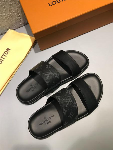 Homme Flip Flops Été Doux Respirant Luxe Designer Flats Noir Confortable Plage Eau De Mode Chaussures Mâle Pantoufle