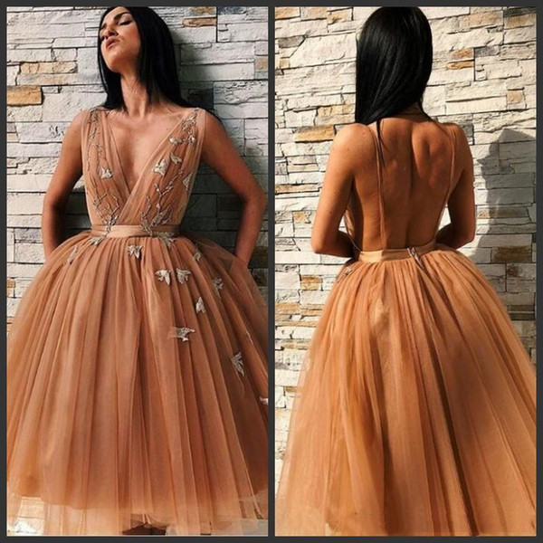 Sexy Straps Short Homecoming Dresses Deep V Neck 2019 Backless Tulle Cockail Party Wear Fashion Knee Length Embroidery Appliqued Prom Dress