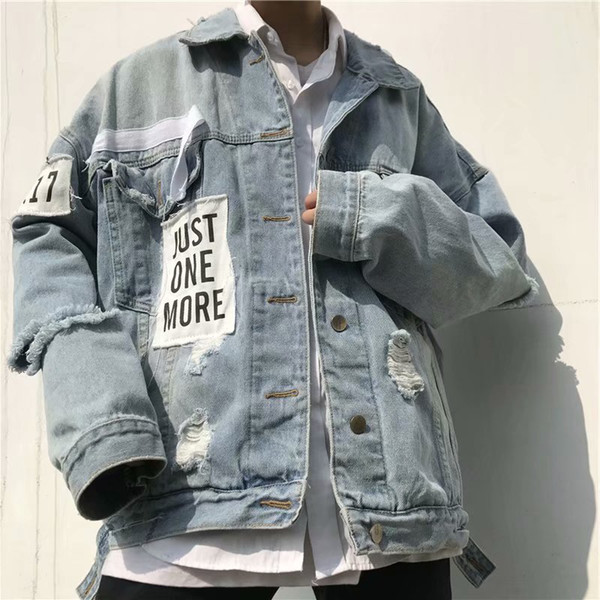 Estilo coreano Outono Estudantes Jacket Men Jeans Brasão Loose-Fit Brasão Tendência adolescente considerável com furos roupa do vaqueiro