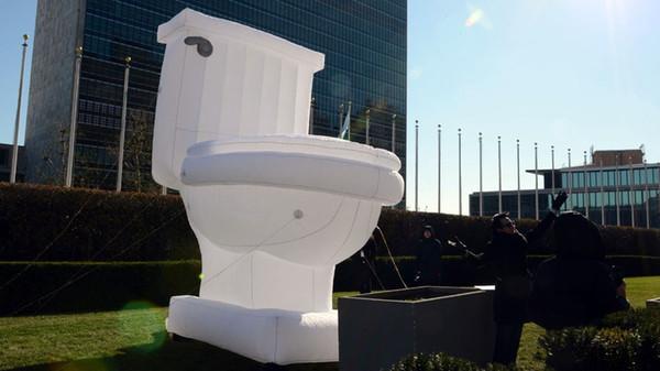 Acheter Toilette Gonflable Portable Gaint Adevertising Modèle De Toilette  Gonflable Avec Ventilateur 2.4mL X2m W X3mH De $824.13 Du Zl4312866 | ...