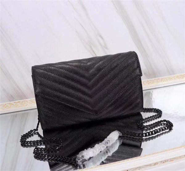 A cor preta do caviar com hardware preto
