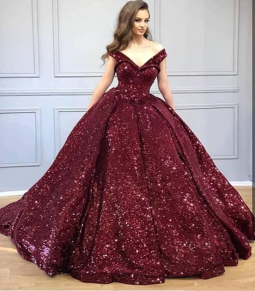 2019 Novo Borgonha Bling Lantejoulas Fora Do Ombro Vestidos Quinceanera Com Decote Em V Lantejoulas Vestido de Baile Vestido de Festa À Noite Plus Size Doce 15 Desgaste