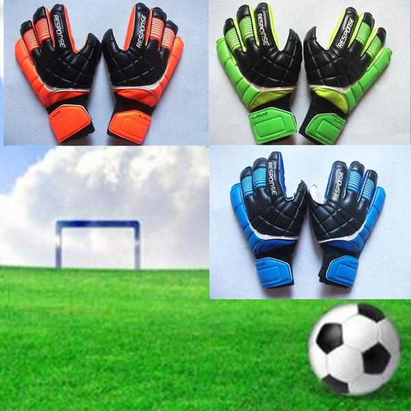 Yeni Futbol Kaleci Eldivenleri Parmak Koruma Profesyonel Erkekler Futbol Eldiven Yetişkinler / Çocuklar Kalın Kaleci Futbol Eldiven Hızlı Kargo