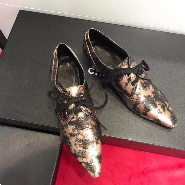 Edizione Han tendenza di alta personalità con fibbie da uomo in pelle a punta fibbie che accentuano le scarpe da uomo in pelle dello stilista di moda da passerella