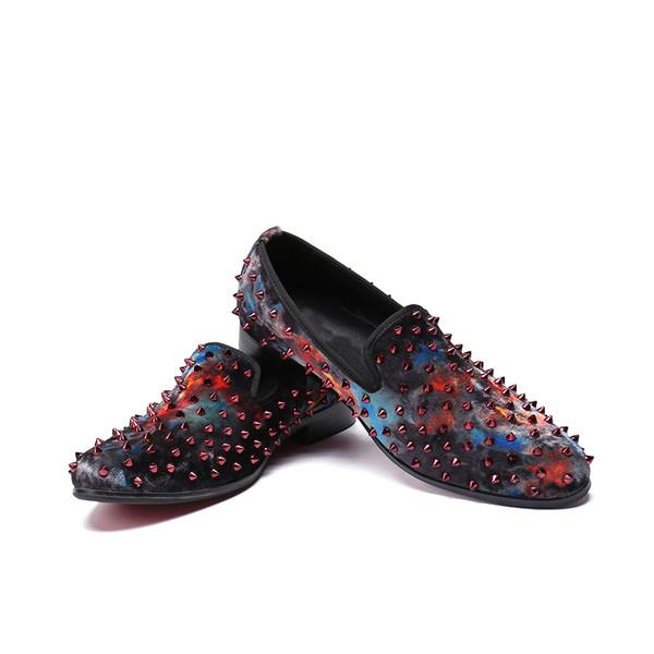 2019 homens estilo britânico Velvet Dress Shoes Rebites enchidas Loafers Prom Party Homens Fumo ocasional Chinelos