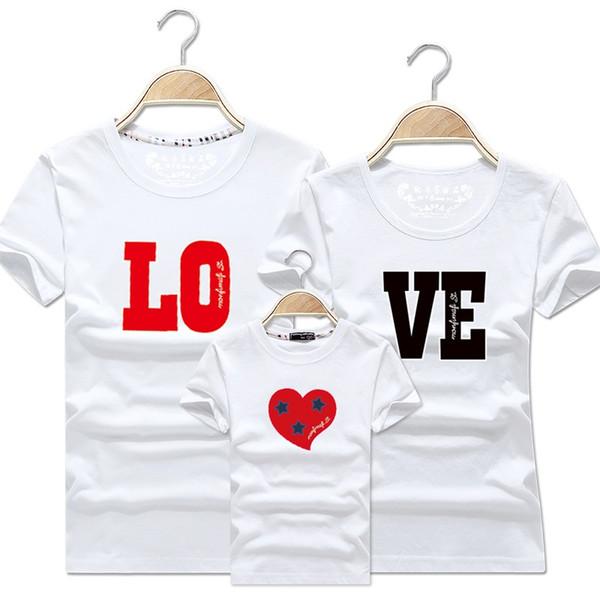 Famiglia di corrispondenza vestiti Padre Madre Figlio Figlia Estate Genitore Bambino Stampa Lettera Love Family T-shirt manica corta Pullover Top Outfits