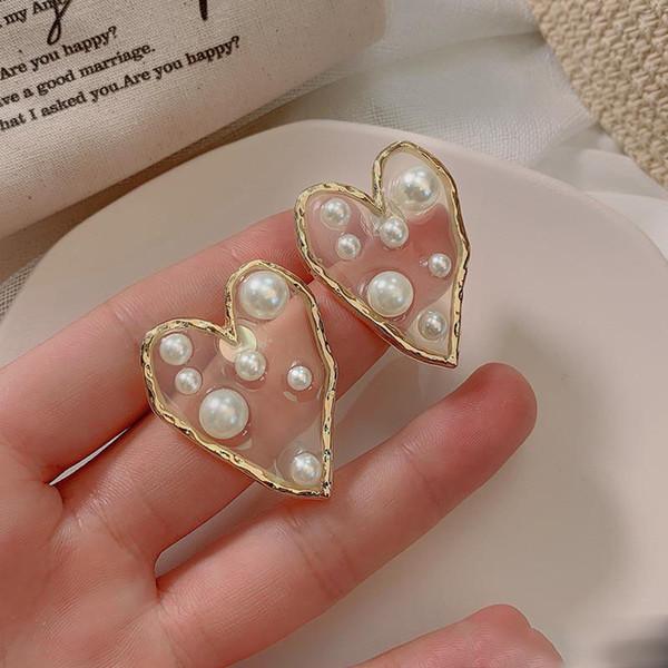 Neue Art und Weise Goldfarben-Liebes-Herz-Form-Bolzen-Ohrringe für Frauen Trendy Harz-Perlen-Ohrring-Statement Hochzeit Schmuck Geschenke LX