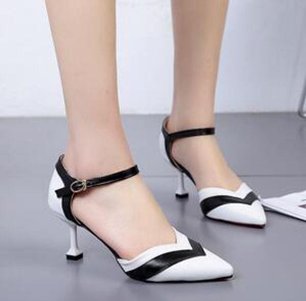 Новая мужская мода корейской версии Baitao на тонких каблуках остроконечные кнопки на высоком каблуке сандалии