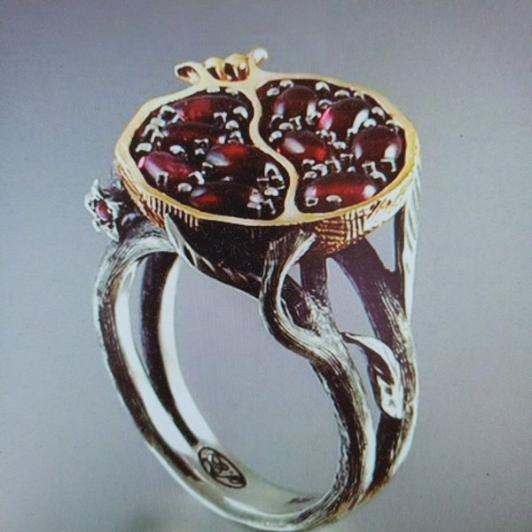 Vintage Round Gold Color Natural Red Garnet Ring Luxury Crystal Rhinestone Stone Pomegranate Wedding Jewelry Rings for Women