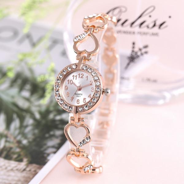 Las mujeres de aleación de pulsera caliente del brazalete de relojes mujeres traje melocotón cuerdas del corazón reloj de cuarzo 2019 regalos calientes