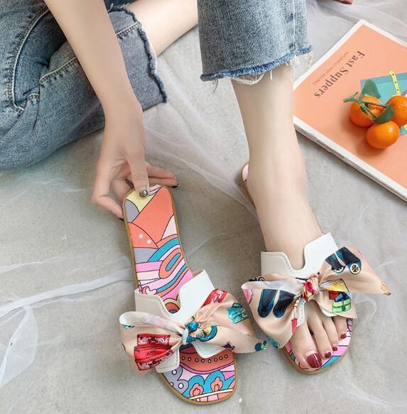 Sandales pour femmes Version coréenne du pantalon plat en nœud rouge net Les femmes portent des sandales de plage sauvages et des pantoufles