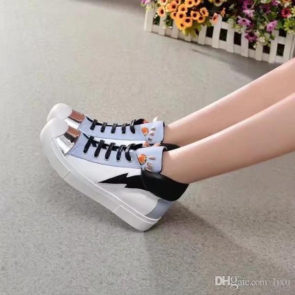 Schuhe Frau Runde flache Schuhe hohe weißes Leder Teufel Augen verziert Freizeitschuh benutzerdefinierte Box-Verpackung Fahr