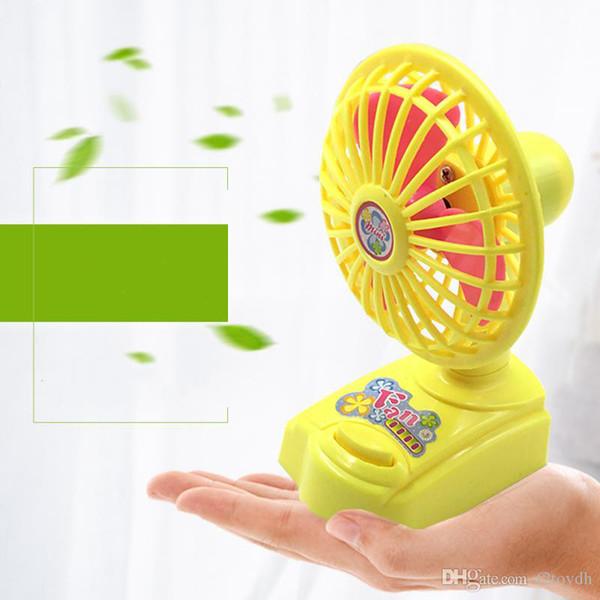 Mini ventilatori elettrici Raffreddamento ventilatori palmari Ventilatori portatili estivi Home Office Desktop Batteria all'ingrosso