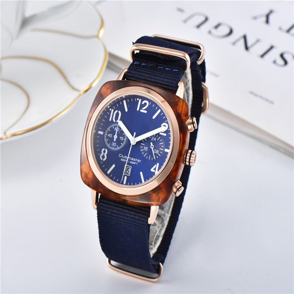 2019 Moda de Lujo Reloj de Las Mujeres Diseño Especial imán hebilla de Color Púrpura Marca de Acero Diseño Famoso Relojes De Marca Mujer Vestido de dama reloj