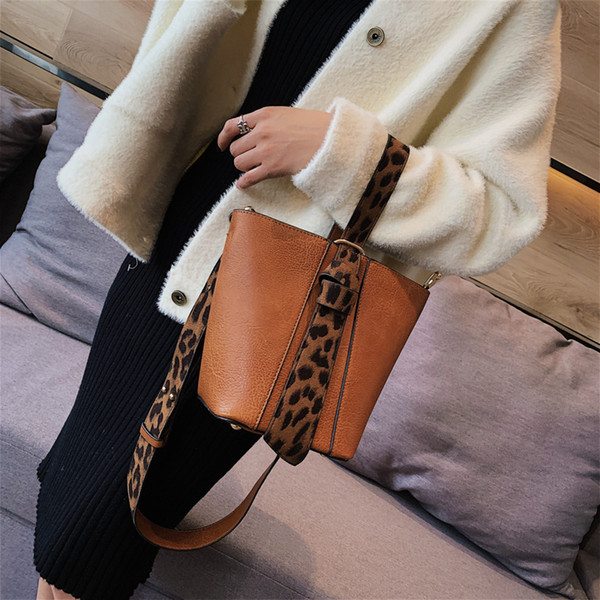 Brand Design Women Shoulder Bag Leopard Belt Bucket Handbags Quality Pu Leather Women's Totes Shopping Bag Bolsa Feminin