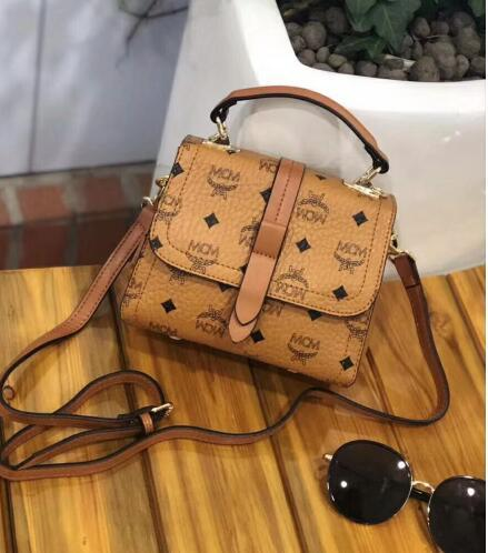 991High-quality men and women carry purses, wallets, cards, shoulder bags, fashion bags, briefcases and retro bagsBdg