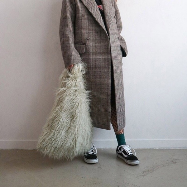 2019 Fashion Women Winter Faux Fur Handbag Fashion Furry Bucket Bags Imitation Fur Handbag Bag Tote Bag Cute Plush Vest Bag Female Purse