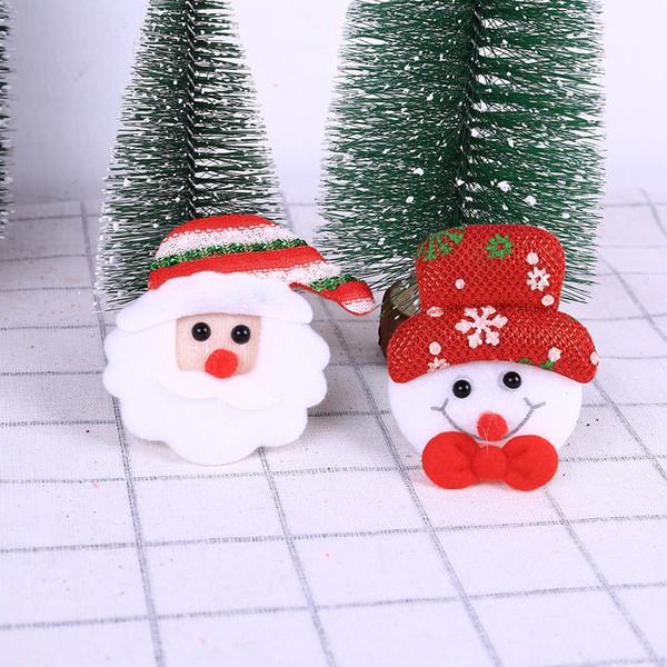 Colgante de Navidad de Papá Noel Flash LED Pin de resplandor de luz Broche Accesorios de fiesta de Navidad Adornos de Navidad Feliz colgante de Navidad