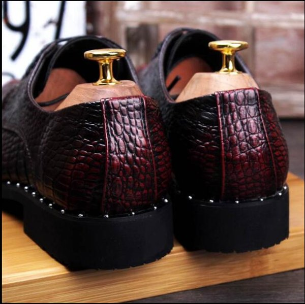 Luxury Men Brush Leather Shoes Fashion Round Toe Lace Up Crocodile Pattern Rivets Party Show Shoes Man Black Stage Shoes hx9