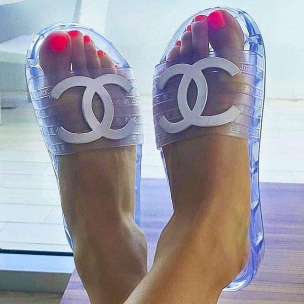 Designer Transparent Slipper 19ss Spring And Summer PVC Sandals Slippers Transparent New Crystal Female Shoes Sand Beach Cool Slippers Mules