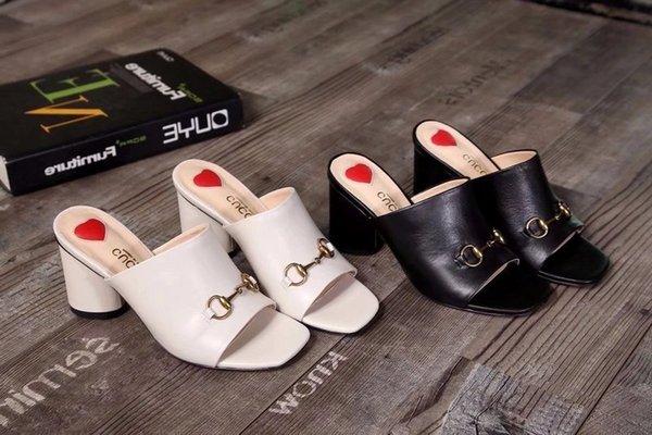 2019 En Kaliteli Mektup Metal Toka Kalp şeklinde Yüksek topuklu ayakkabılar Hakiki deri Moda Kadın Kalın topuk Terlik sandalet Ile kutu