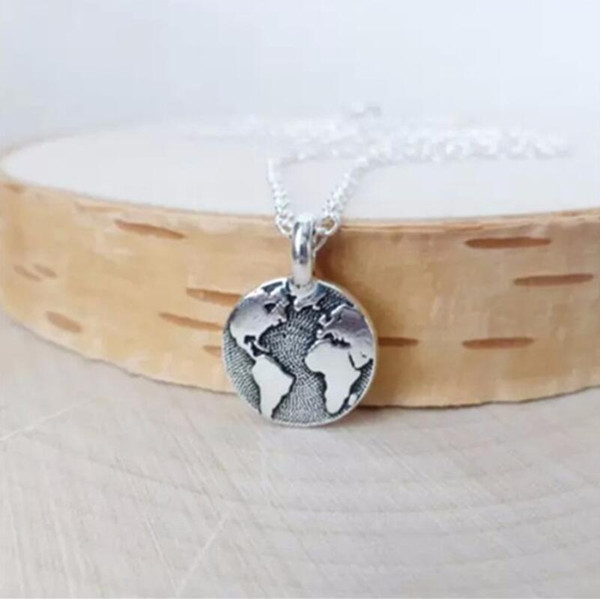 Classic World Map Pendant Necklace Round World Globetrotter Necklace Earth World Map Necklace Outdoor Globe Wanderlust Gift For Women