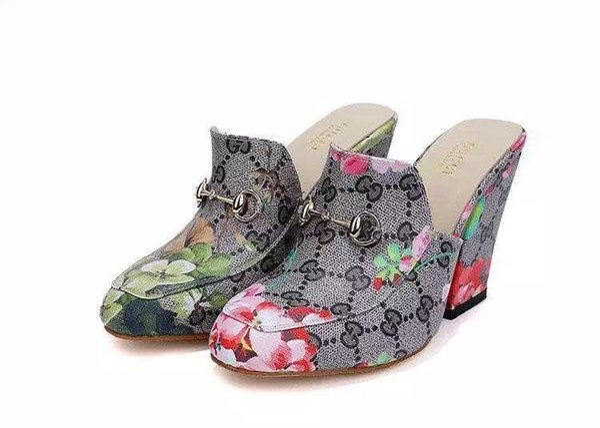 Carta de lujo de alta calidad en relieve Hebilla de metal Zapatos de tacón alto Lona Cuero Moda Mujer Impresión Zapatillas Zapatos de vestir Con caja