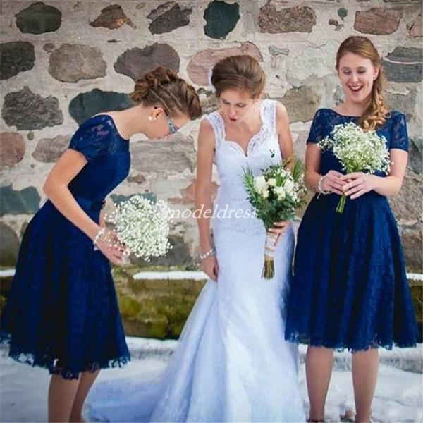 Royal Blue Short Brautjungfernkleider Bateau Backless Kurzarm Spitze Knielangen Garten Strand Land Hochzeitsgast Kleider Trauzeugin