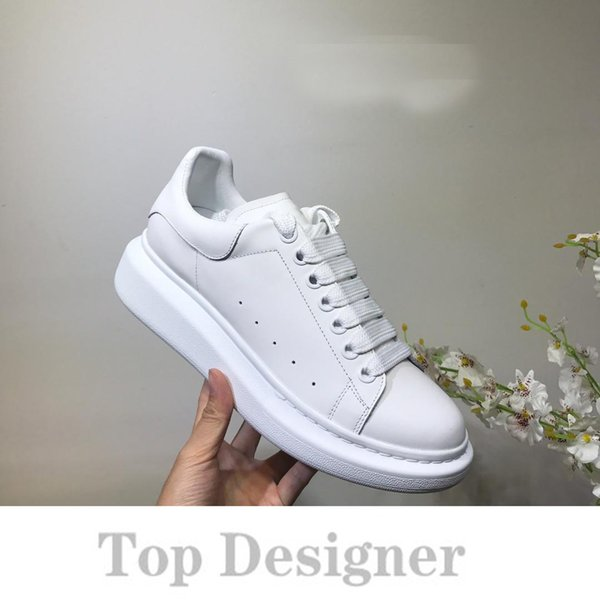 Top Designer Men Women fashion Sneakers Quality Casual Suede Black Grey Red Lightweight Walking Hiking Shoes light casual shoes T2A3