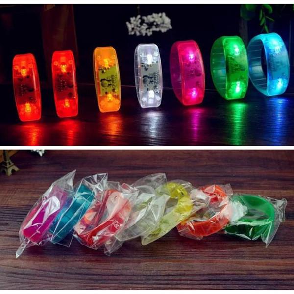 Controllo del suono LED Flash Braccialetto Glow Bangles Sound Controlled Night Flashing Light KTV Bar Club Glowing Prop Decorazioni natalizie