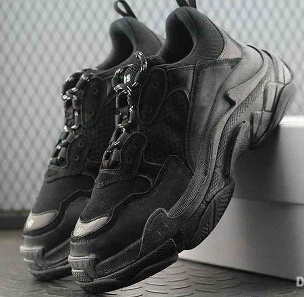 Hot !! 2019 Fashion Paris 17FW Triple-S Sneaker Triple S Casual Scarpe da papà per uomo Donna Beige Nero Ceahp Sports Designer Scarpe taglia 36-45