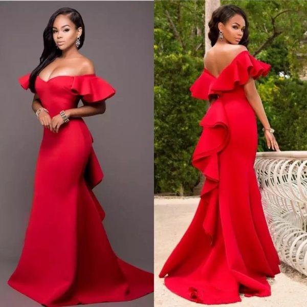 Gorgeous Red Off Shoulder Vestidos de baile 2018 Satén Backless Sirena Vestidos de noche Arabia Saudita Tren de barrido fruncido Vestido de fiesta formal
