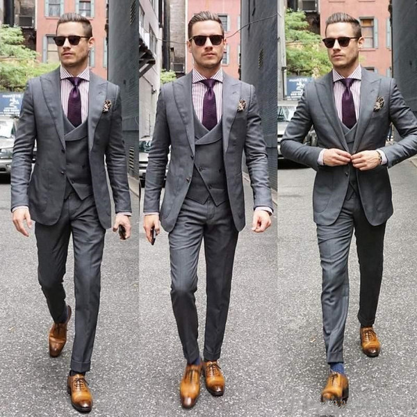 New Trendy Design Gray Groom Tuxedos Groomsmen Peak Lapel Best Man Suits Mens Wedding Blazer Suits (Jacket+Pants+Vest+Tie) 1047