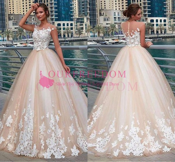 Glamorous tulle Round Neck Wedding Dress With Lace Appliques 2019 Champagne Tulle White Appliques A Line Outdoor Country Style Bridal Gown